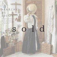 MARCHE' DE SOEUR/後ろクロスのスリットエプロン・黒
