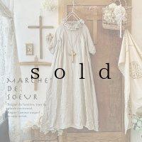MARCHE' DE SOEUR/ラッフル襟のワンピース・生成り
