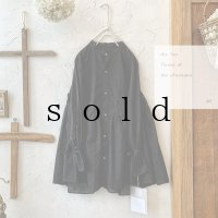 the last flower of the afternoon/静寂の滴り robe shirt・black