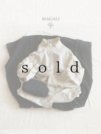 MAGALI /ドットラッフルブラウス・アイボリー